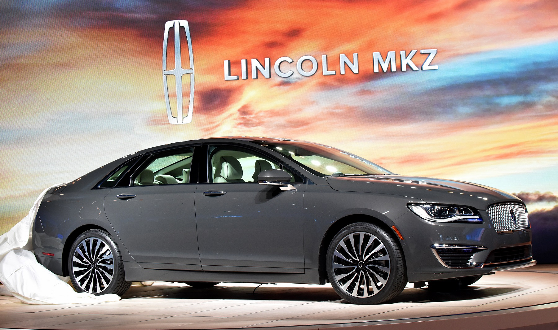 2017 Lincoln Mkz Quiet Luxury With Potent Power Bonus Wheels