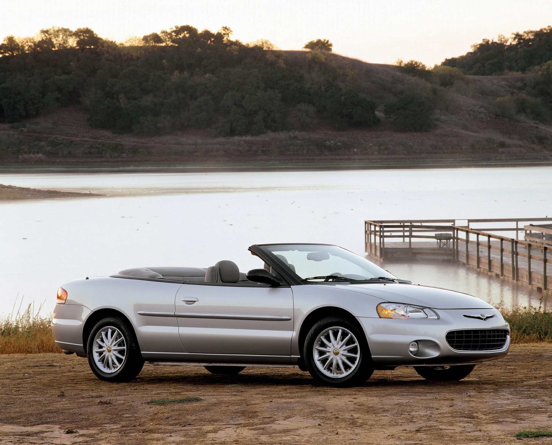 Manufacturer photo: 2002 Chrysler Sebring convertible