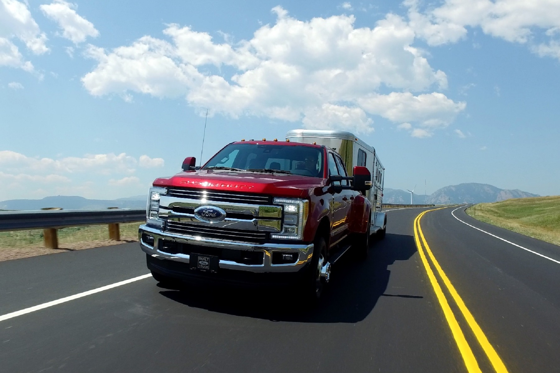 Manufacturer photo: The 2017 Ford Super Duty has 17 new class-exclusive features, and up to 925 lb.-ft
