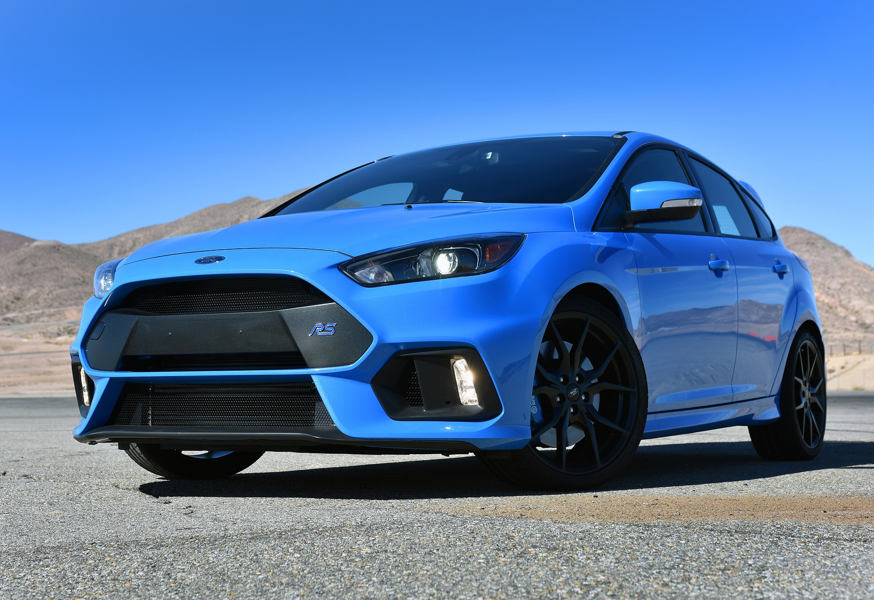 2017 ford focus rs hot performance hatch new on wheels groovecar. Black Bedroom Furniture Sets. Home Design Ideas