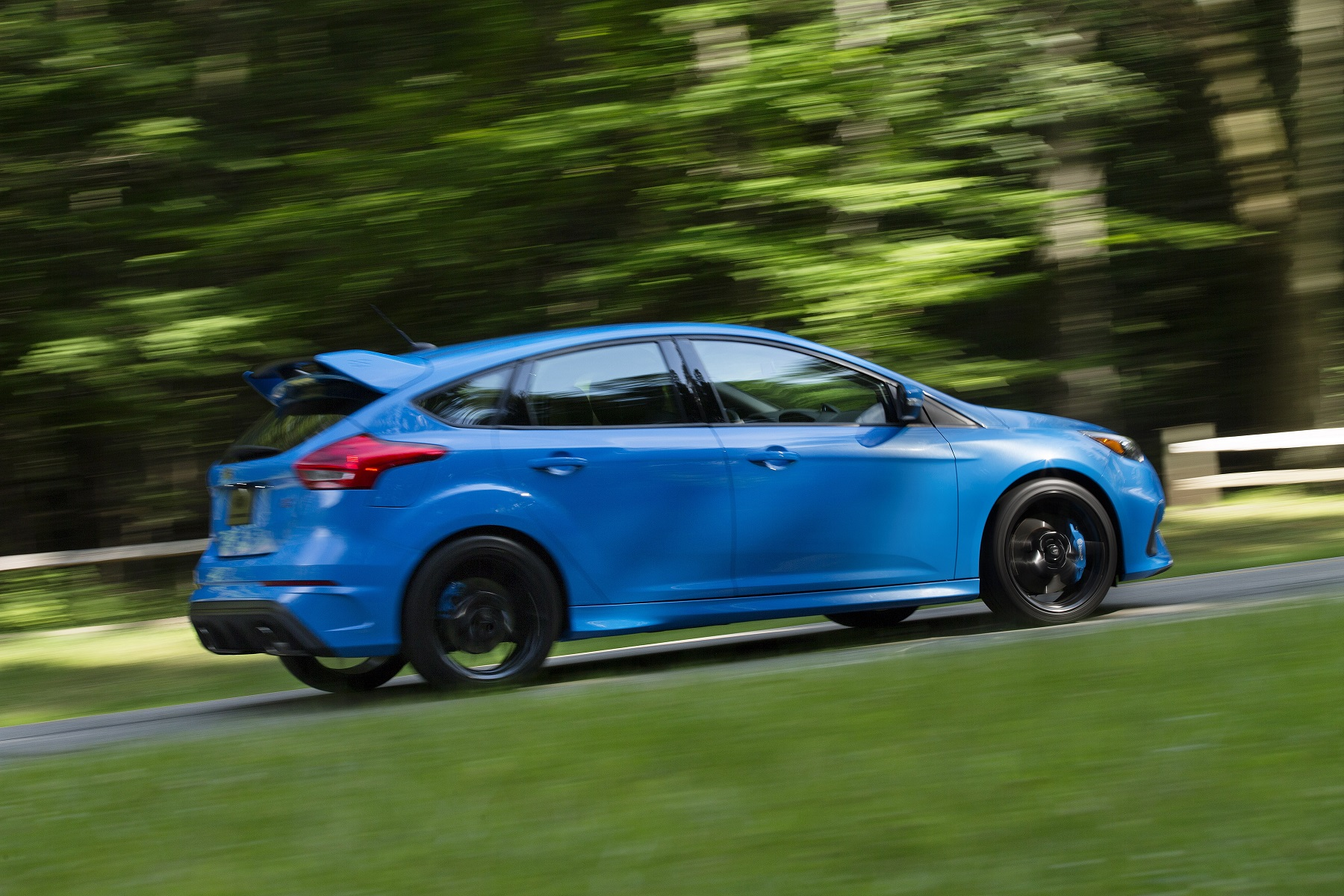 Except for the custom 19-inch wheels and a few other styling fillips the Focus RS does not betray its economy compact origin which makes it something of a ... & 2017 Ford Focus RS: Hot Performance Hatch - New on Wheels ... markmcfarlin.com