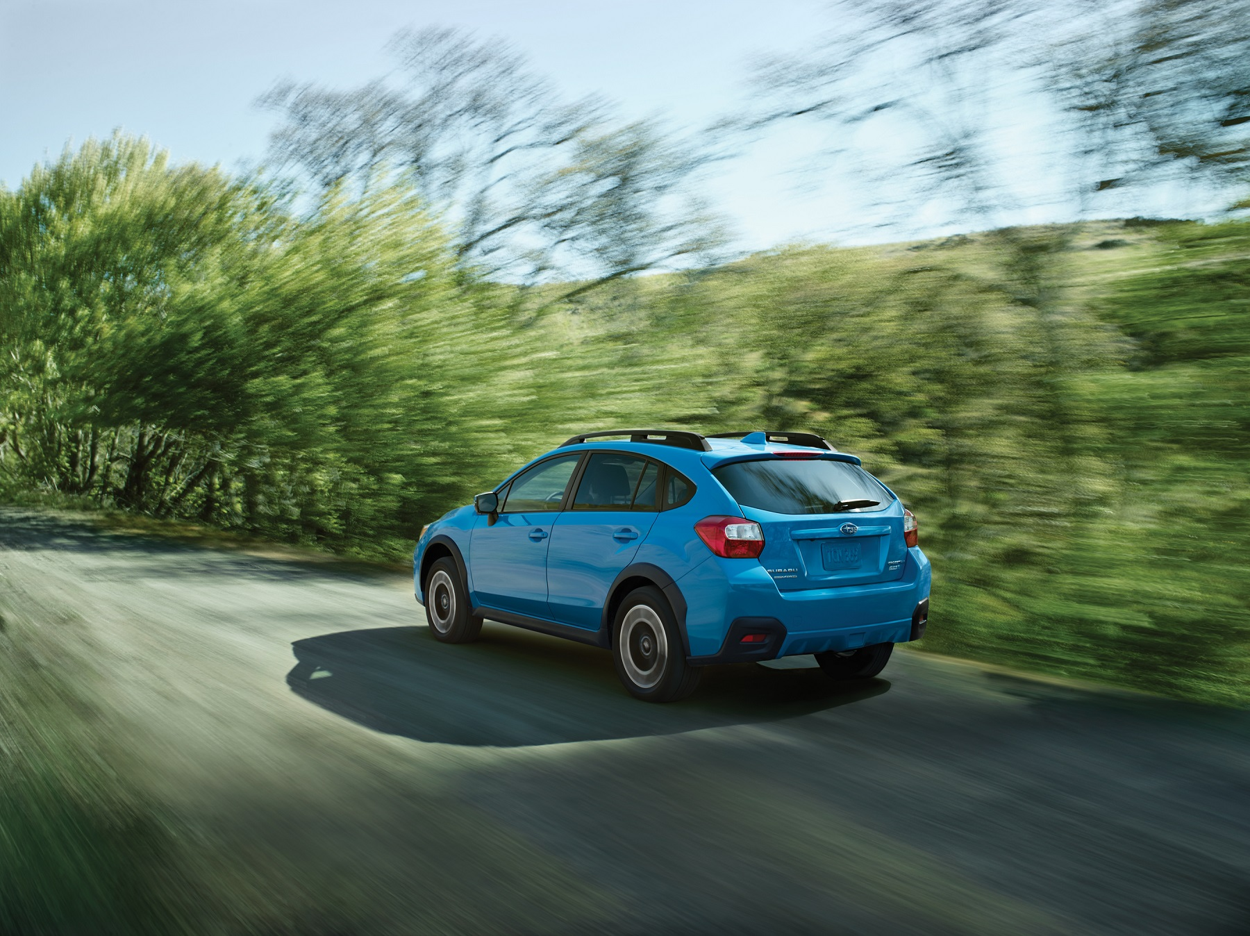 Manufacturer photo: Crosstrek models are powered by a 148-horsepower 2.0-liter Boxer engine, paired with a 5-speed manual transmission or the available Lineartronic continuously variable transmission