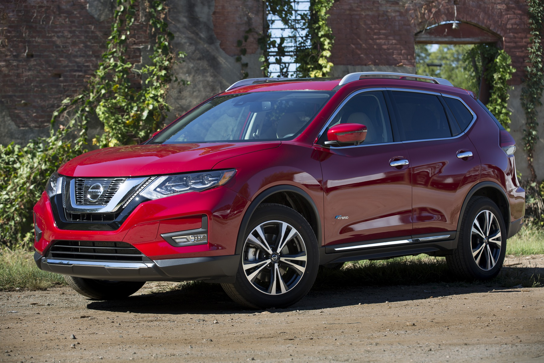 Nissan Rogue: Well-Heeled Hybrid for 2017 - New on Wheels ...