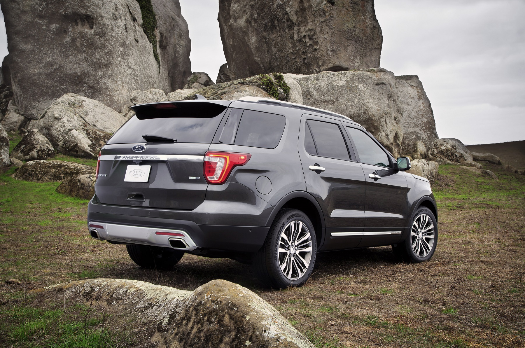 Manufacturer photo the top of the line ford explorer platinum features smart