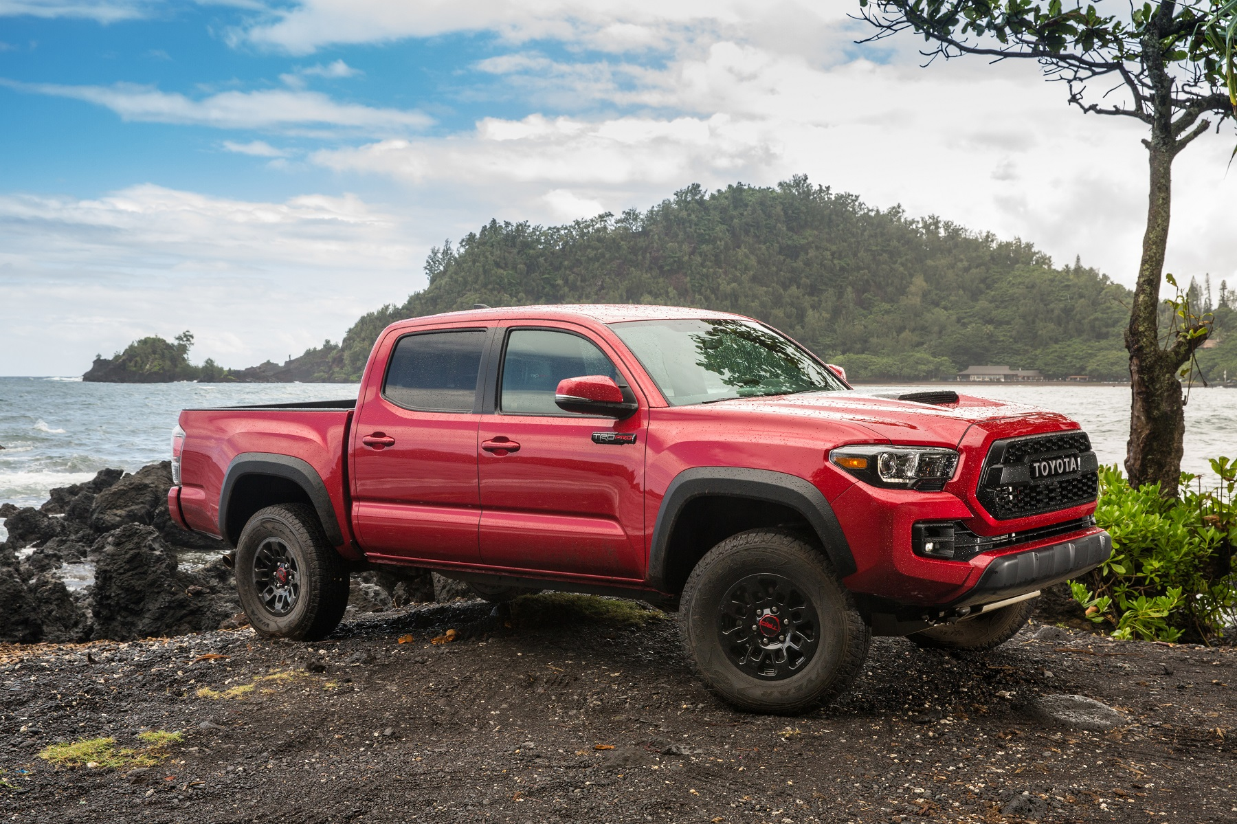 toyota tacoma trd pro built to play hard truck talk groovecar. Black Bedroom Furniture Sets. Home Design Ideas