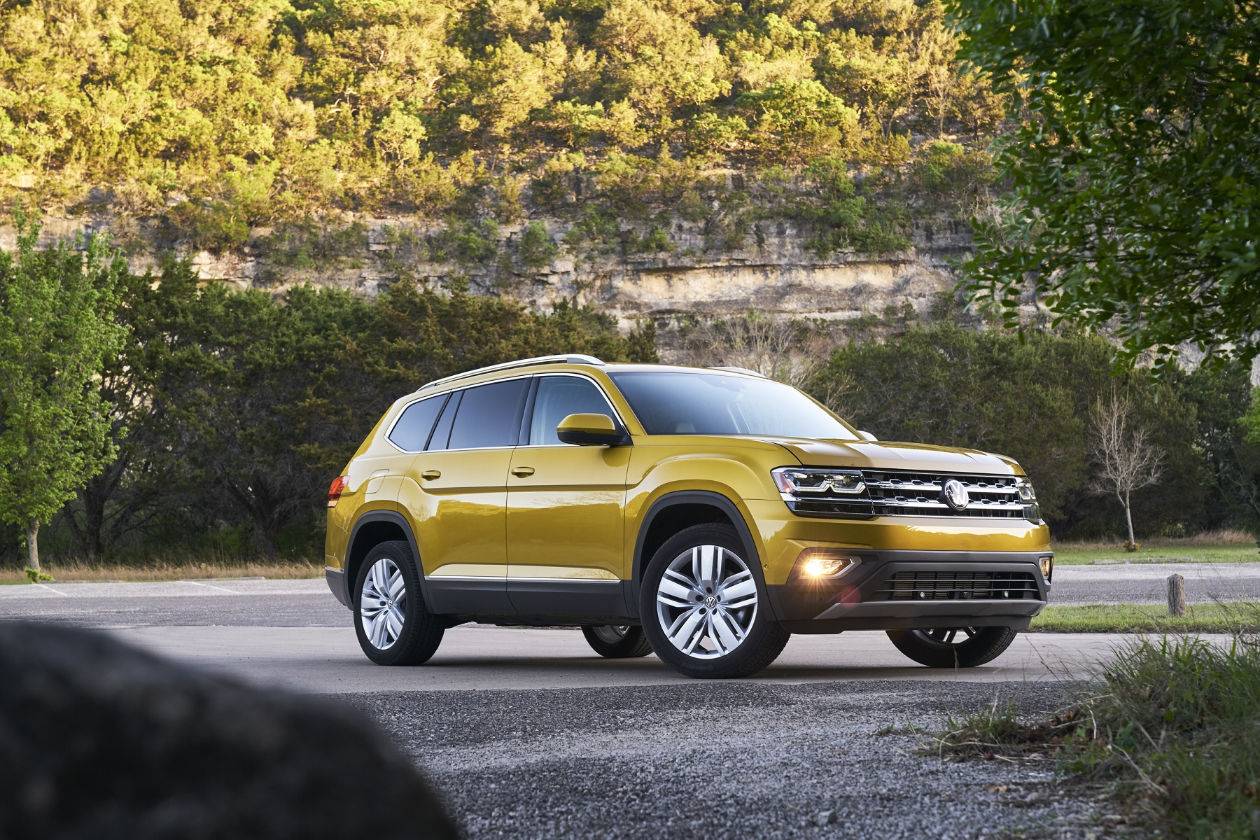 Volkswagen Atlas: The New VW 2018 SUV - New on Wheels - - GrooveCar