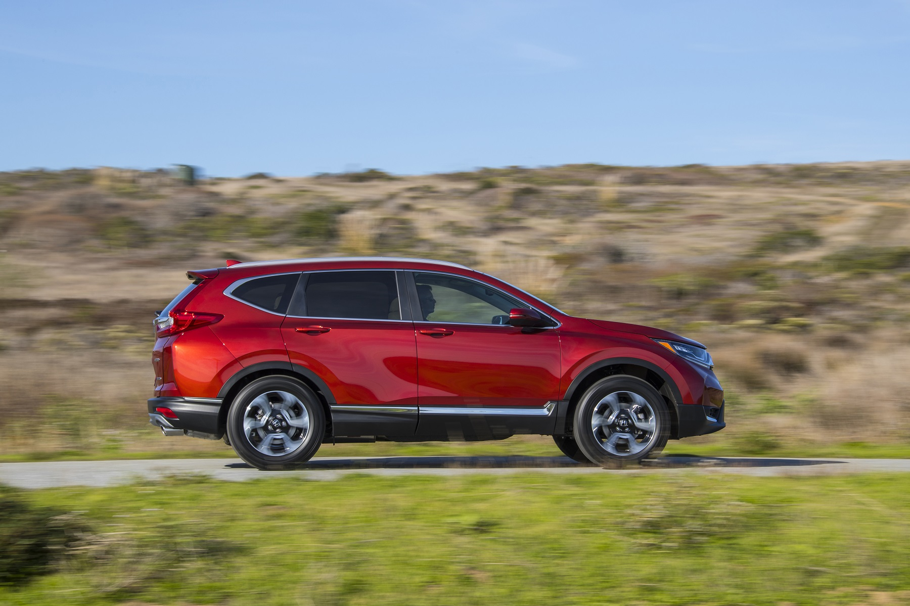 Manufacturer photo: The all-new body and chassis design in the 2017 CR-V provides more agile and confident handling, greater refinement, additional ground clearance and superior overall versatility