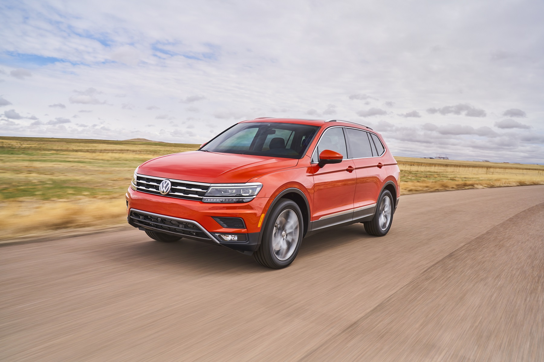volkswagen tiguan all new for 2018 new on wheels groovecar. Black Bedroom Furniture Sets. Home Design Ideas