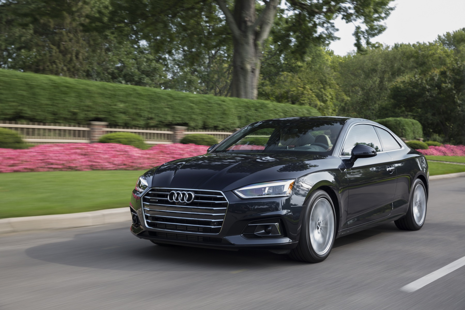 Manufacturer photo: Featuring a completely new powertrain, the A5 coupe comes standard equipped with a 2.0-liter TFSI four-cylinder engine and, for the first time, a seven-speed S tronic dual-clutch transmission, which melds efficiency with dynamic shifting characteristics to help optimize fuel consumption