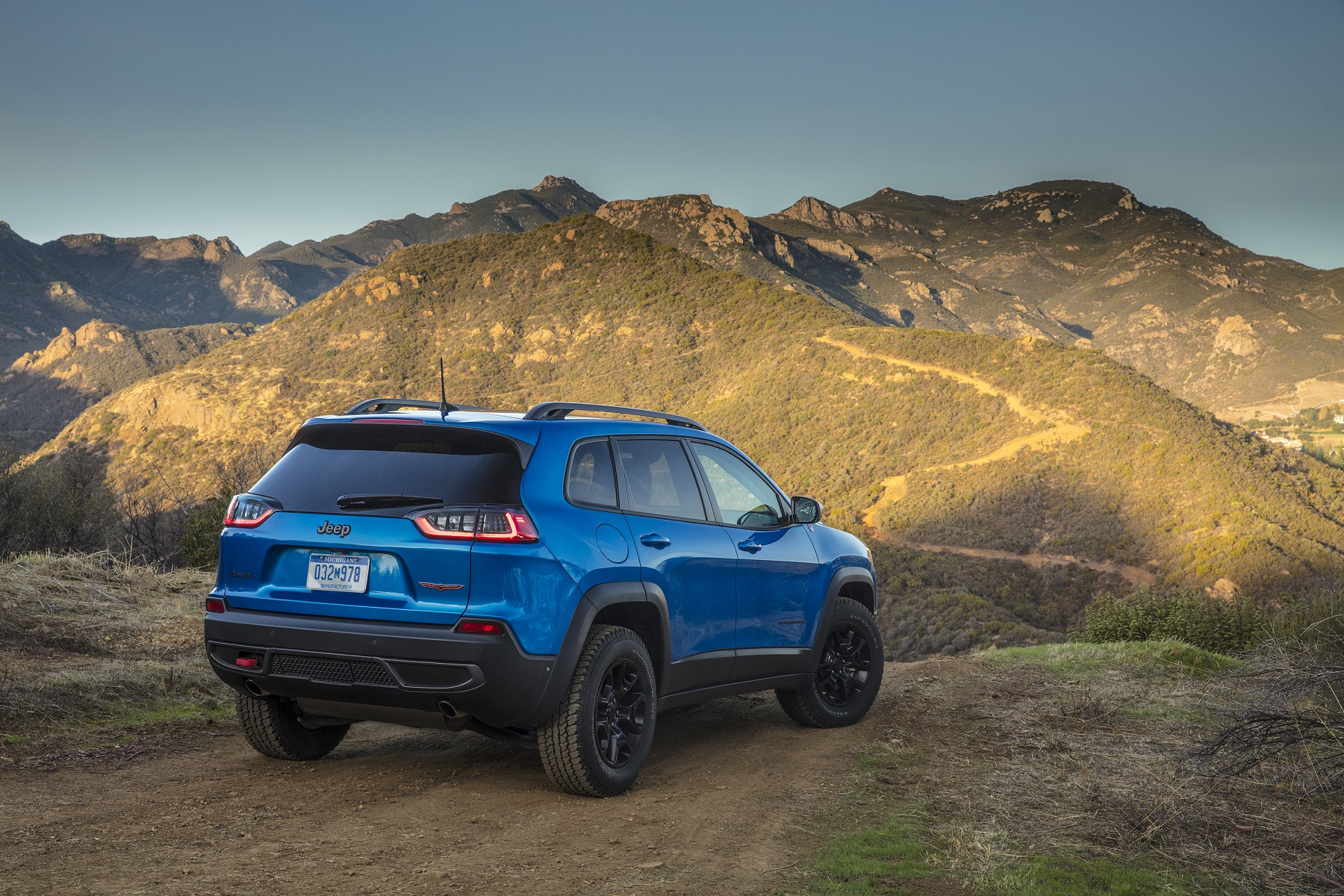 Manufacturer photo: The 2019 Jeep Cherokee boasts a new, authentic and more premium design, along with the addition of an all-new, advanced 2.0-liter direct-injection inline four-cylinder engine that enhances performance and fuel efficiency