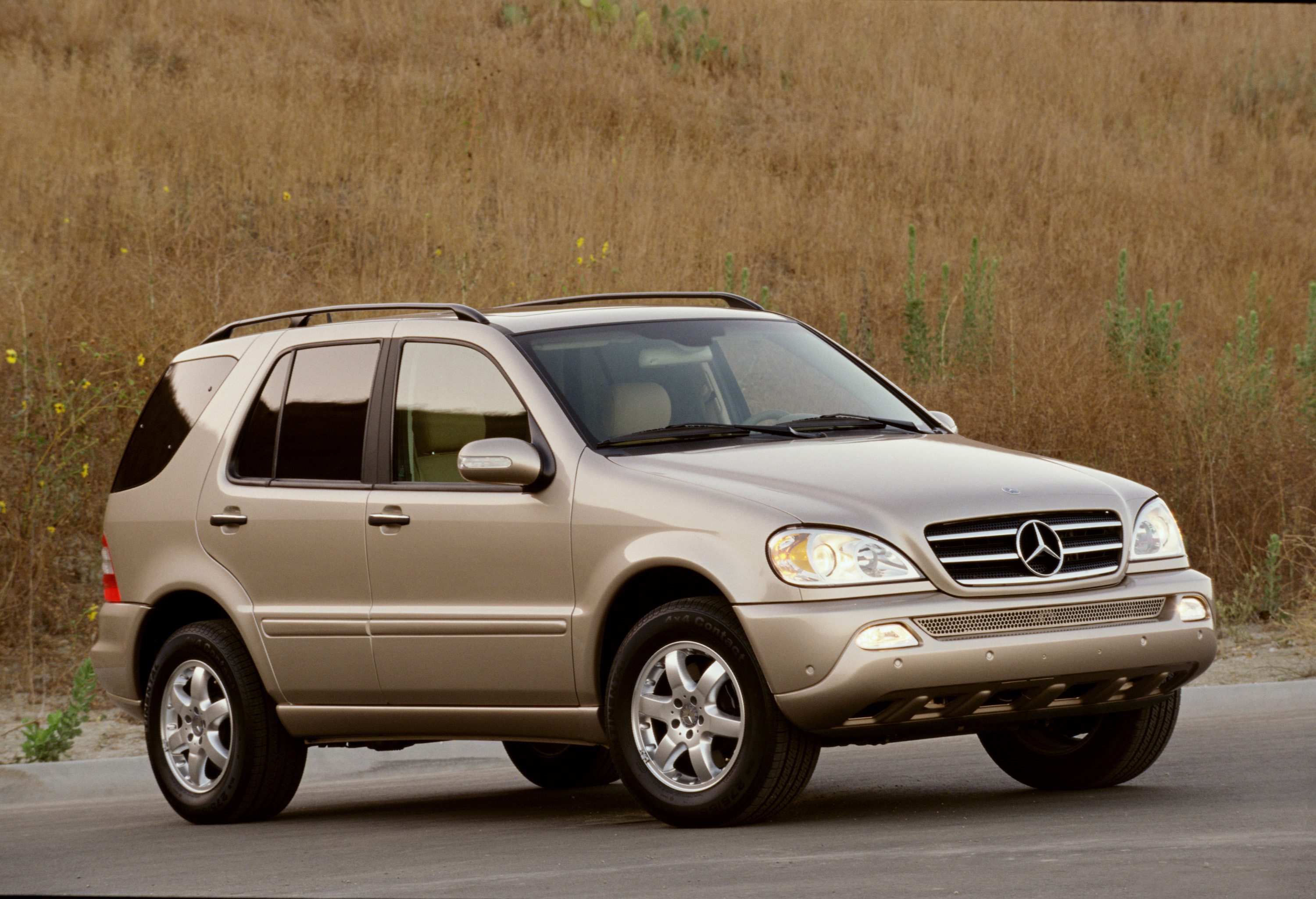 Manufacturer photo: 2005 Mercedes-Benz ML-Class