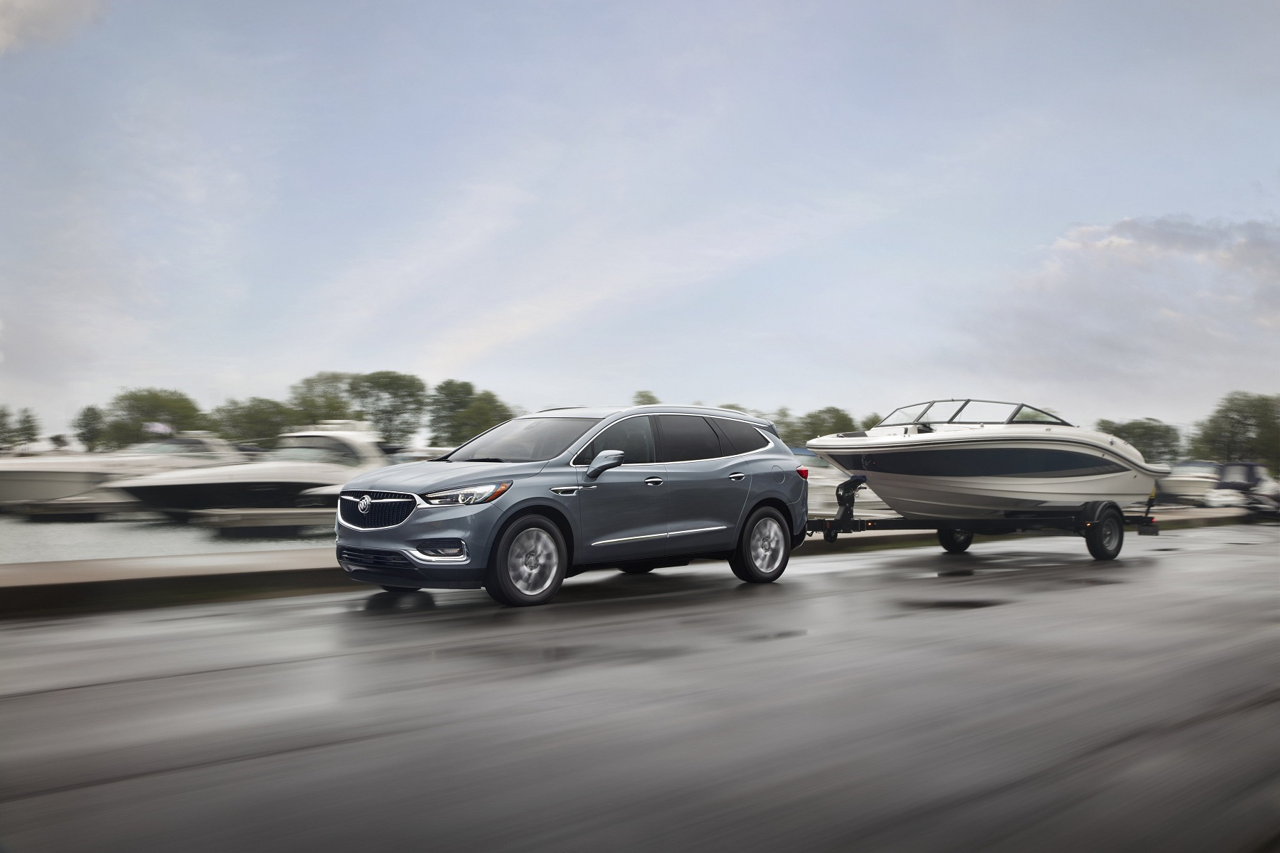 Manufacturer photo: The 2018 Buick Enclave's new design architecture enables a balanced, athletic appearance