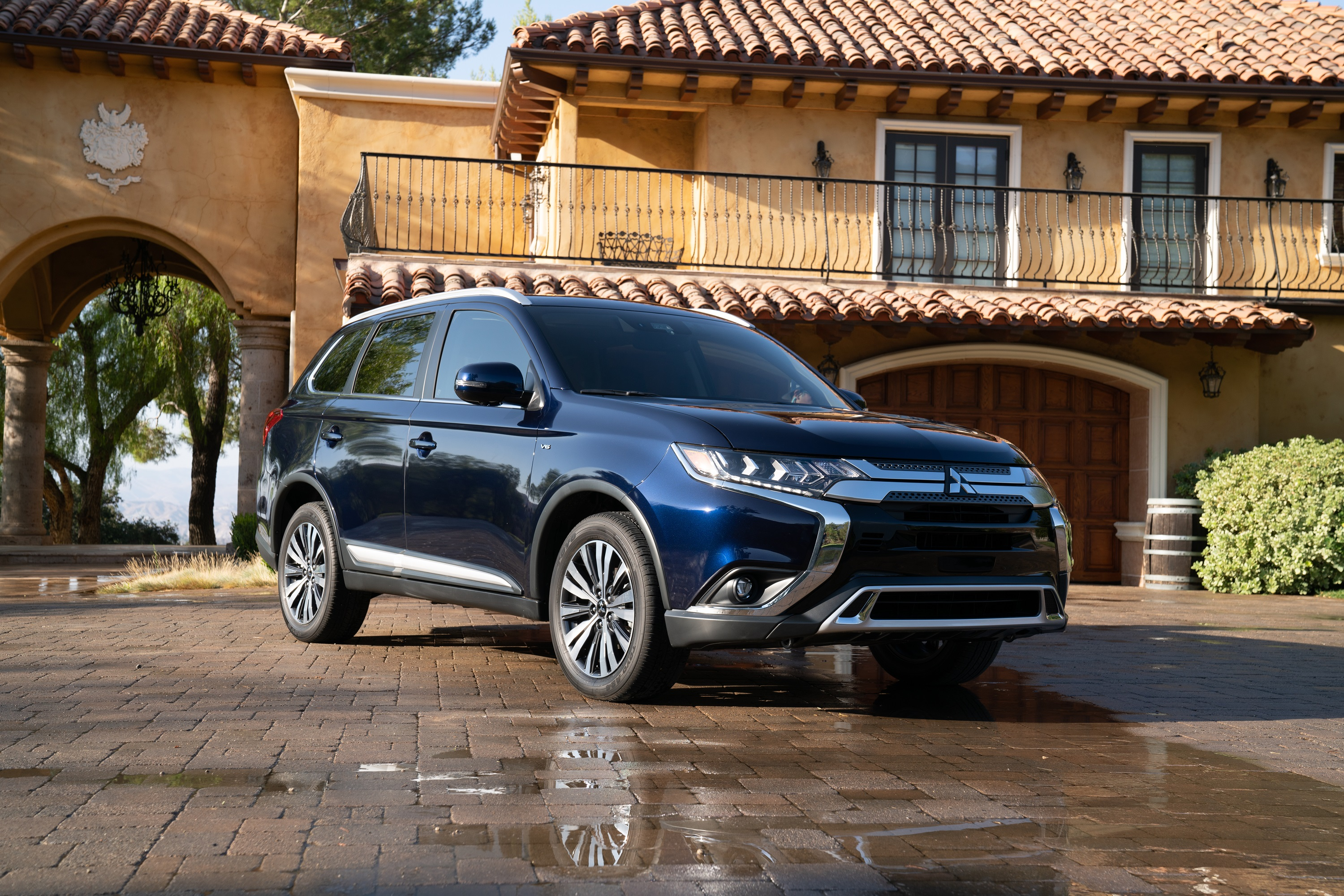 Manufacturer photo: The 2019 Outlander includes new exterior enhancements to the headlamps and grille, and adds 18-inch alloy wheels