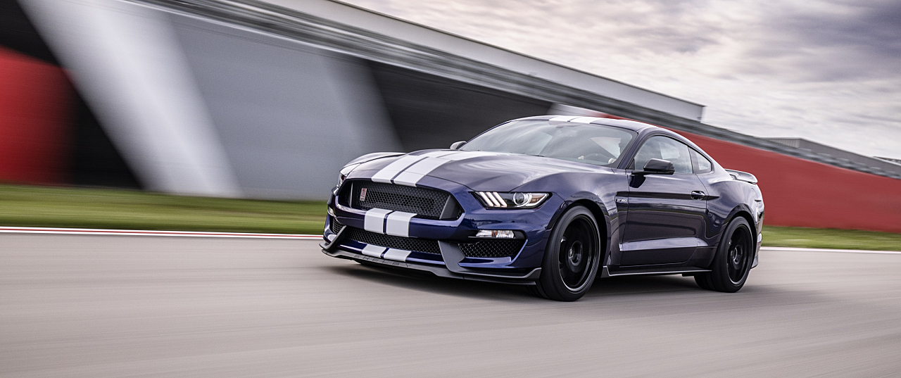 Ford Shelby GT350: Ultimate Road Course 'Stang