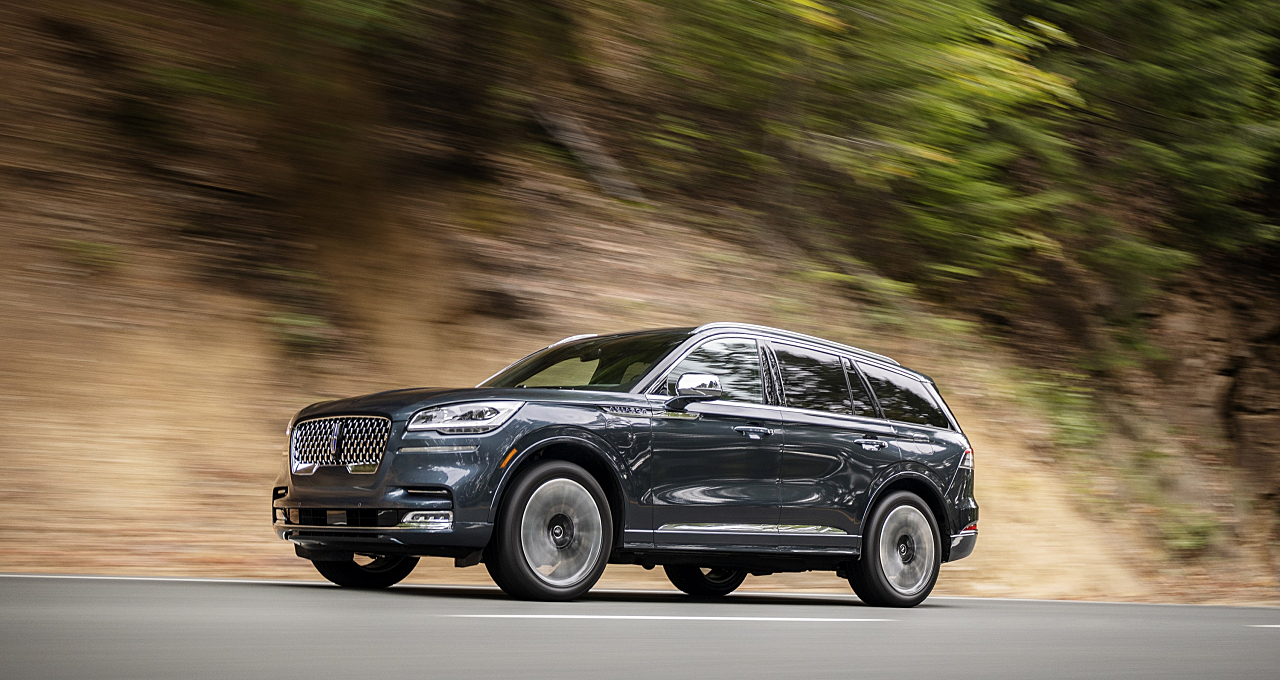 2020 Lincoln Aviator: Flying with Hybrid, Electric Wings