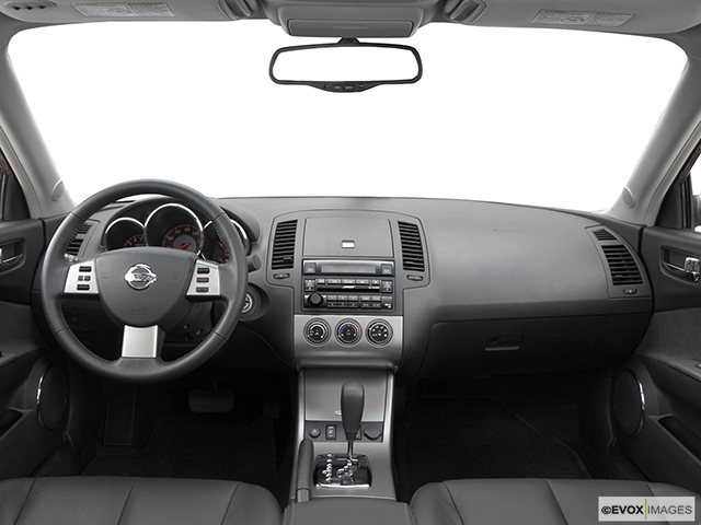 2005 Nissan Altima 2.5 S, Centered Wide Dash Shot