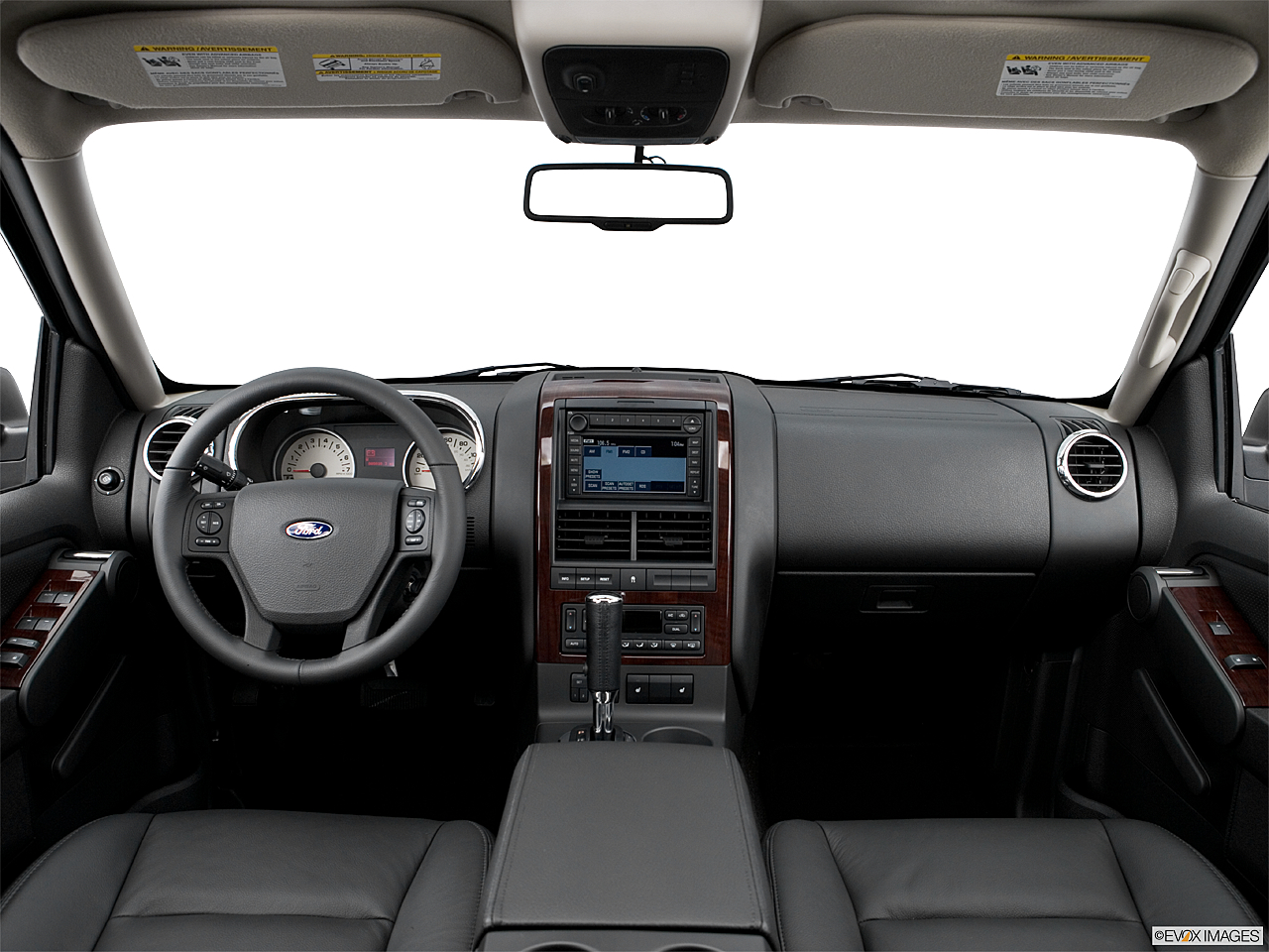 2006 Ford Explorer Limited, centered wide dash shot