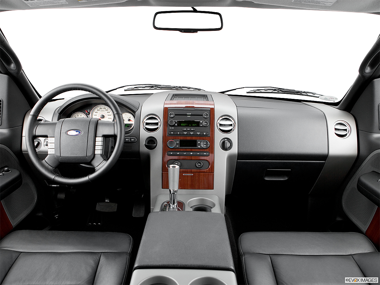 2006 Ford F-150 Lariat, centered wide dash shot