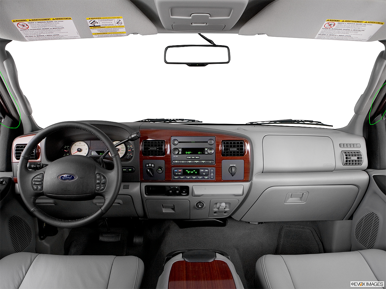 2006 Ford F-350 SD Lariat, centered wide dash shot