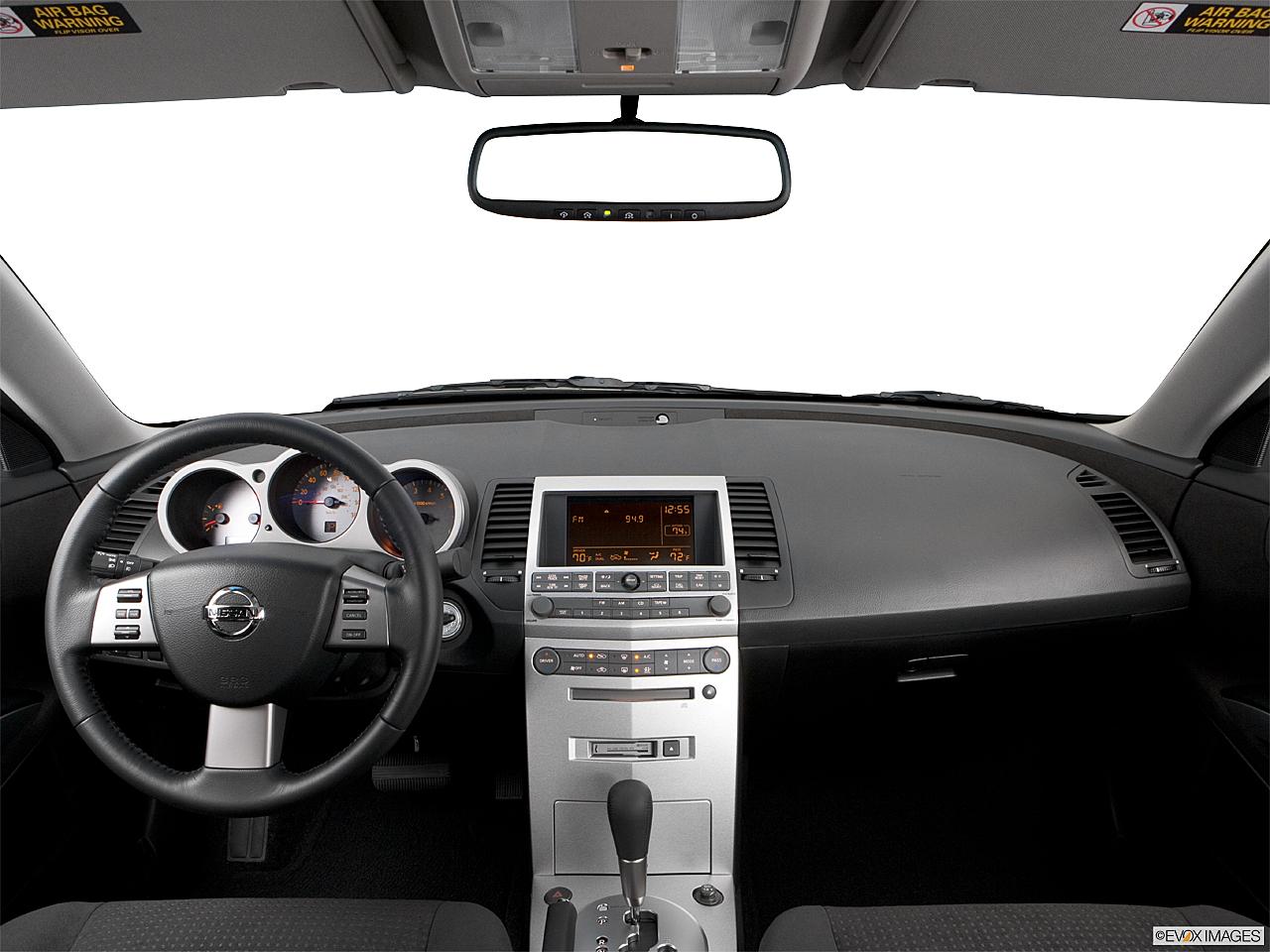 2006 Nissan Maxima 3.5 SE, centered wide dash shot