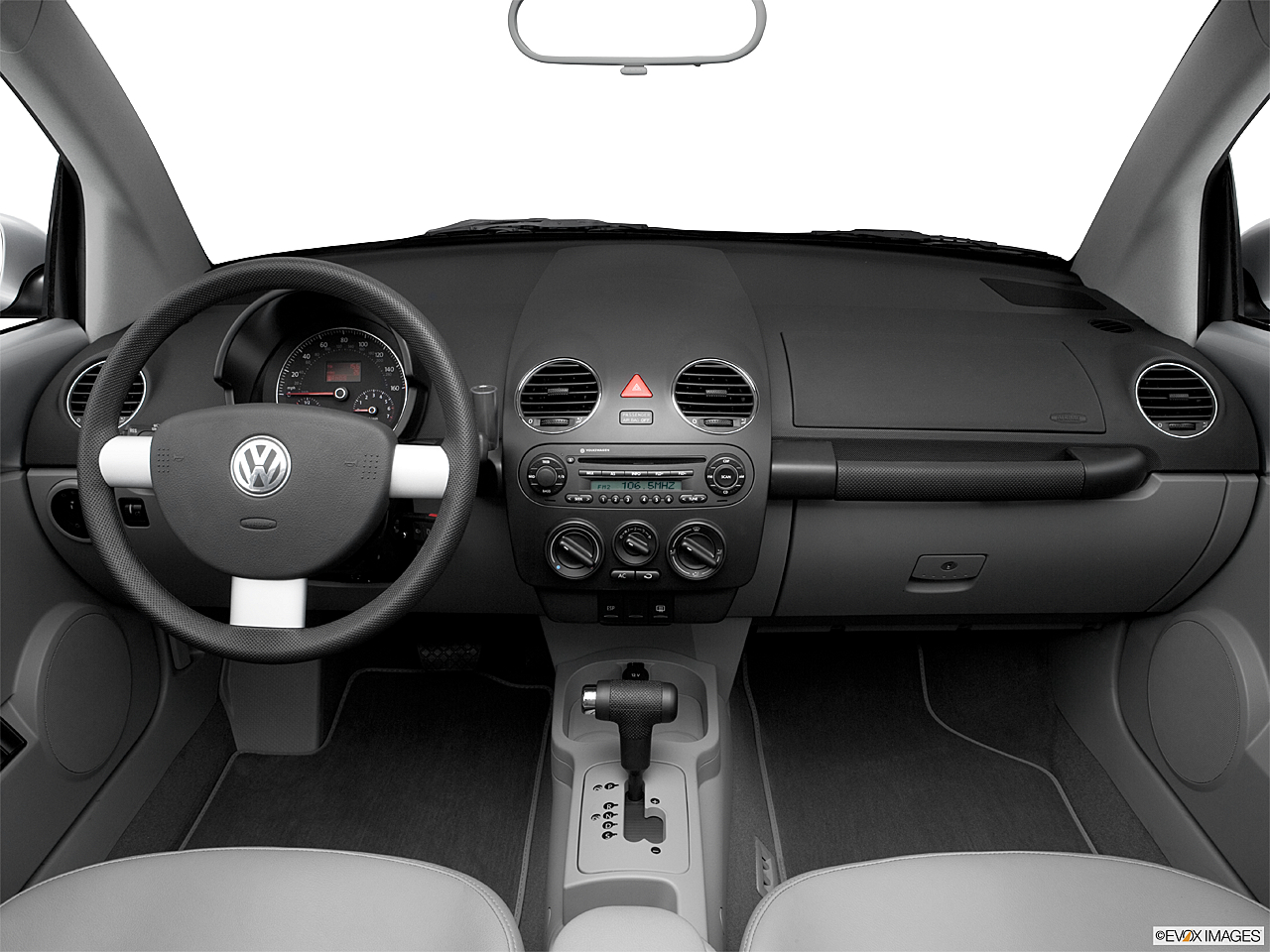2006 Volkswagen New Beetle 2.5, centered wide dash shot