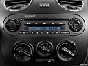 2006 Volkswagen New Beetle 2.5, closeup of radio head unit