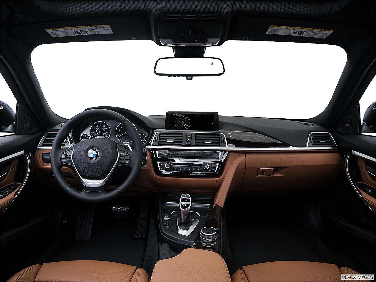 2016 BMW 3-series 340i, centered wide dash shot
