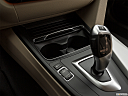2018 BMW 3-series 320i, cup holders.