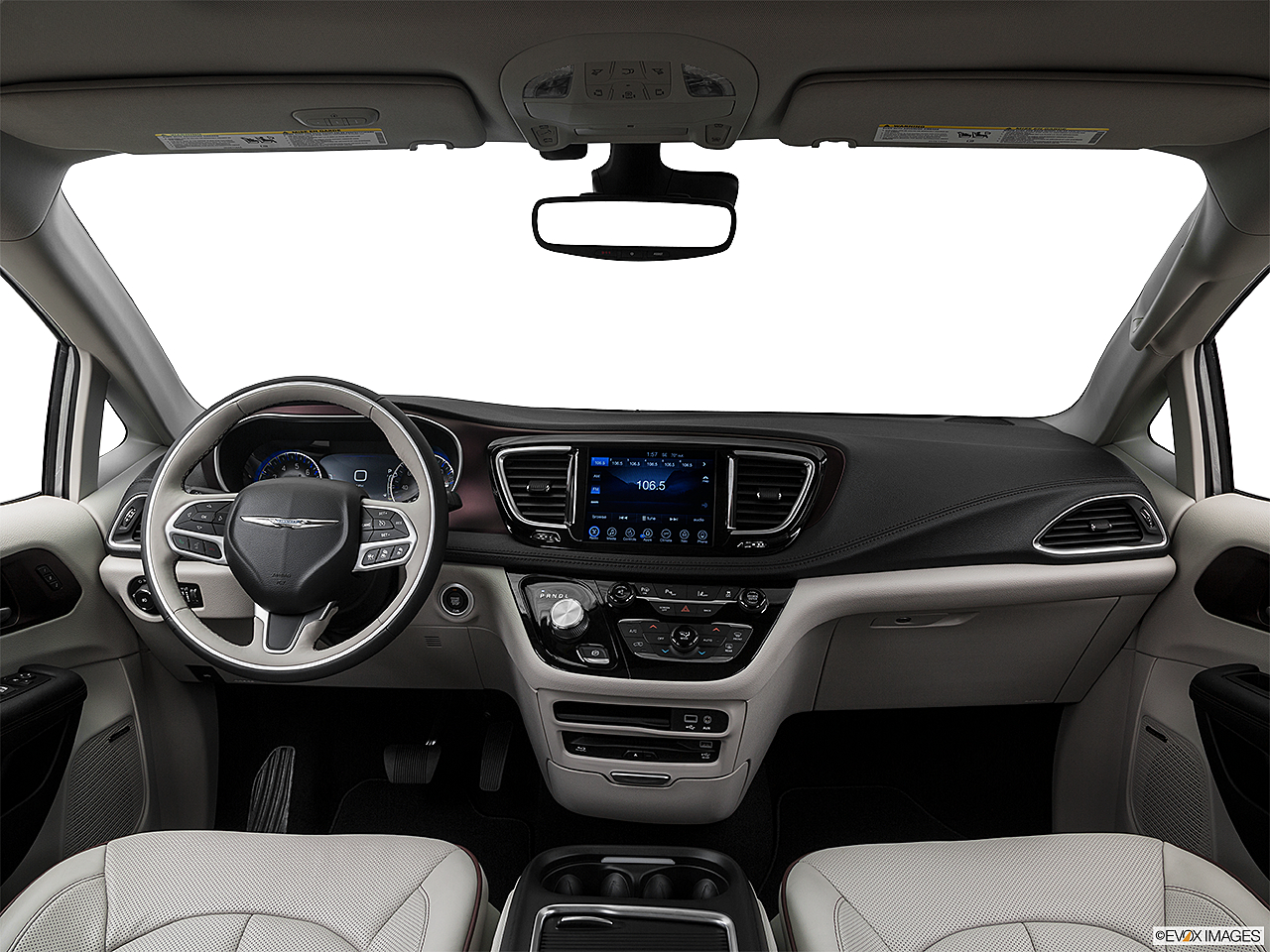 2018 Chrysler Pacifica Limited, centered wide dash shot