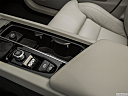 2018 Volvo XC60 T6 Inscription, cup holders.