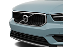 2019 Volvo XC40 T5 Momentum AWD, close up of grill.