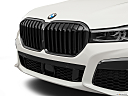 2020 BMW 7-series 750i xDrive, close up of grill.